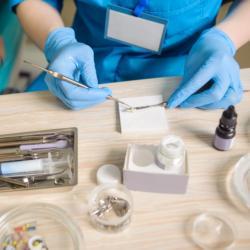 Dentalmaterialien für Füllungstherapie, Prothetik, Implantologie