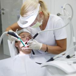 Parodontitis-Behandlung Zahnreinigung