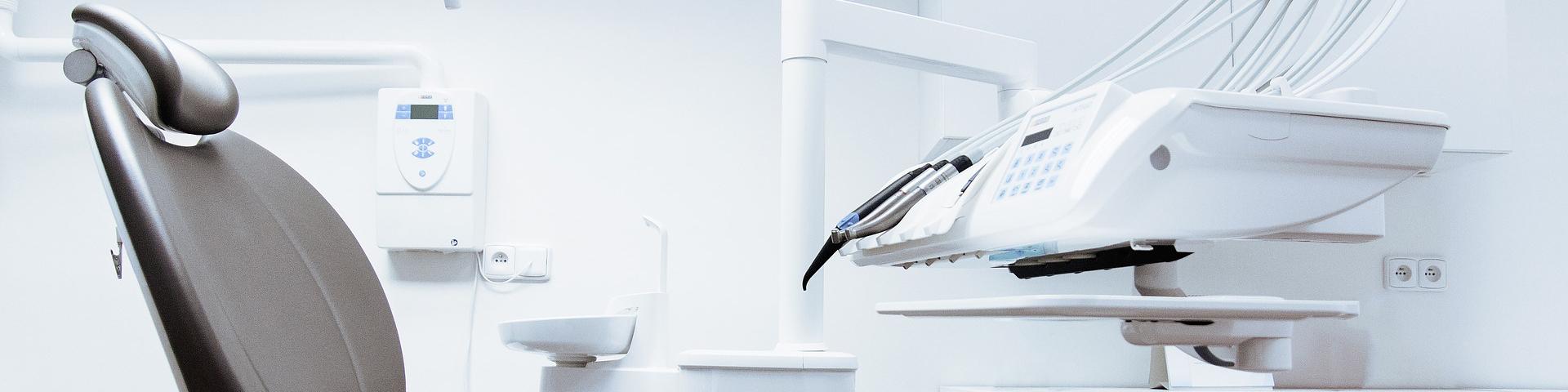 Behandlungsstuhl beim Zahnarzt