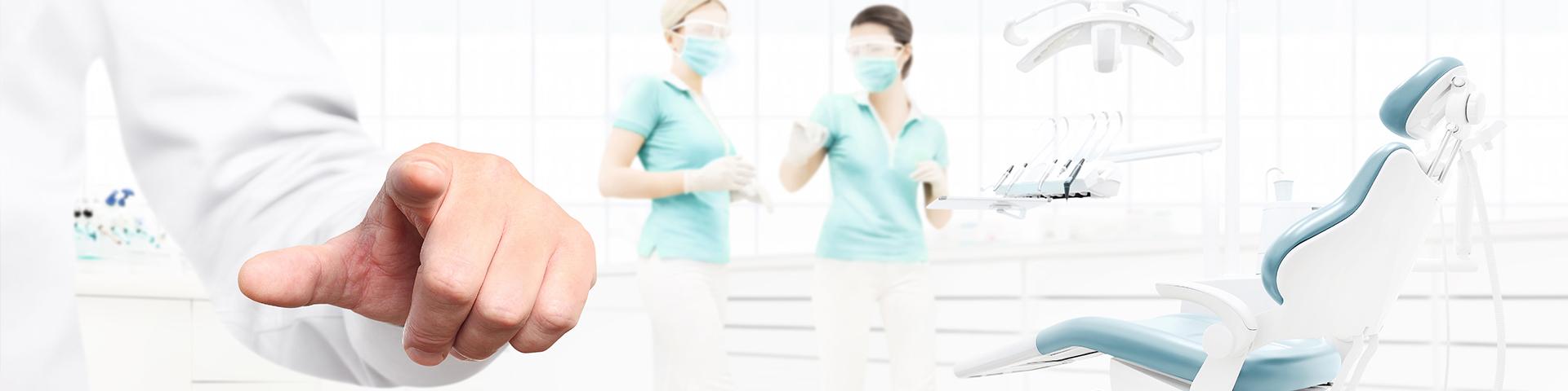 Zahnarztpraxis mit Zahnarzthelferinnen