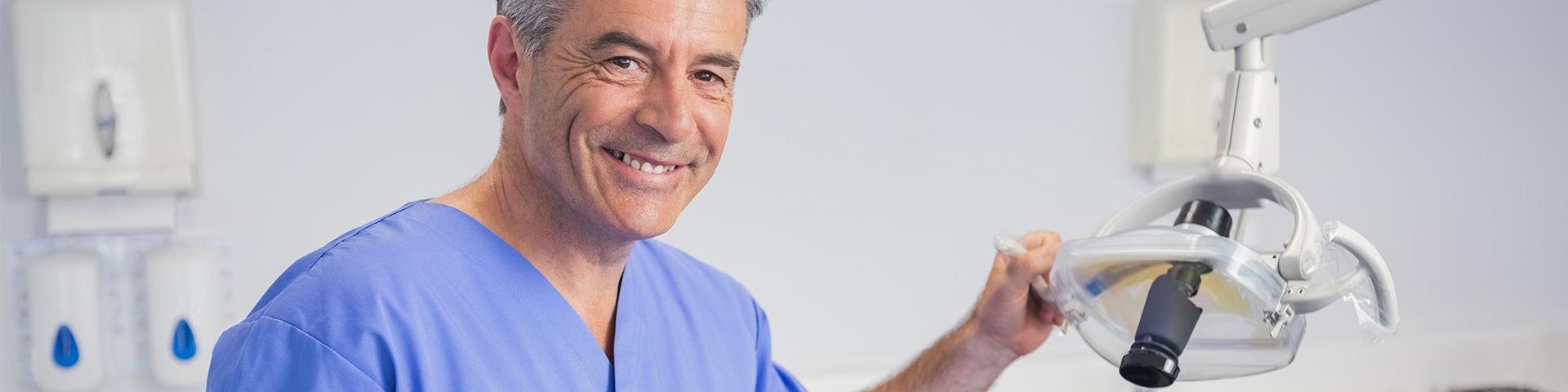Zahnarzt in Zahnarztpraxis