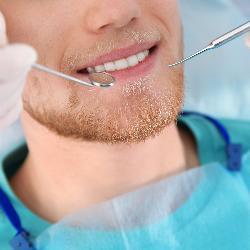 Untersuchung Behandlung Zahnarzt